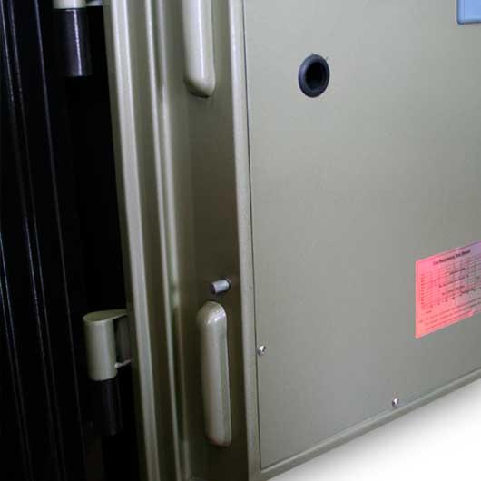 bên trong cửa của chiếc két sắt gudbank